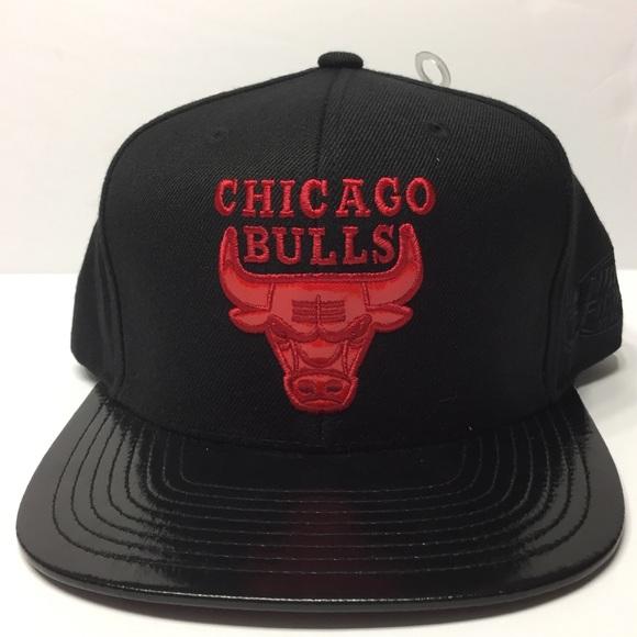 Chicago Bulls Snapback Patent Leather Visor Hat e84783ce48f